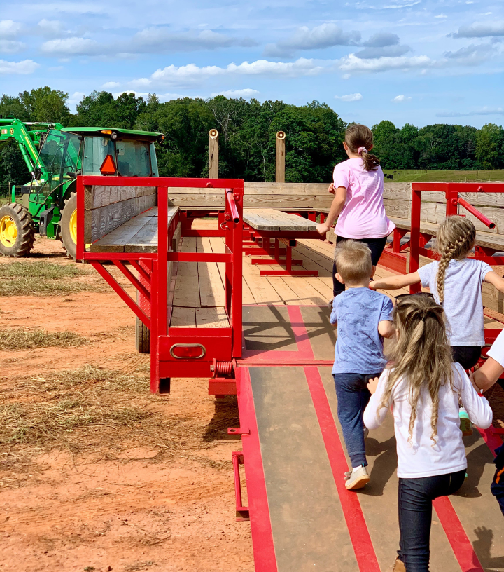 Kids getting on a hayride