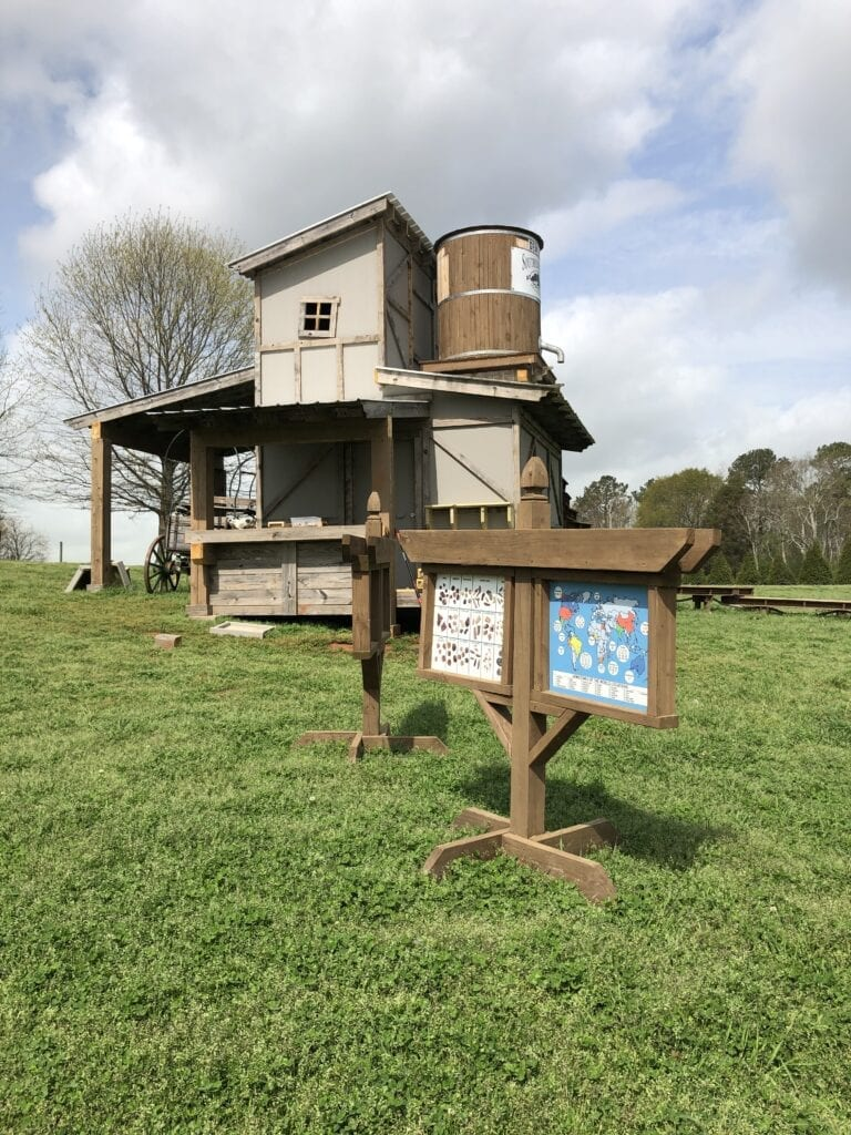 Gem mining attraction at Southern Belle Farm
